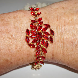 Vintage Jewelry - VINTAGE Bracelet Ruby Red Costume Jewelry 4699